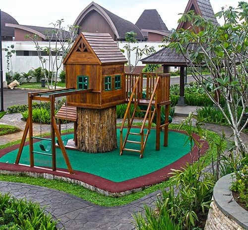 Special area for children surrounded by nature, with creative toys, walking tracks, tricycle ride and a playground.